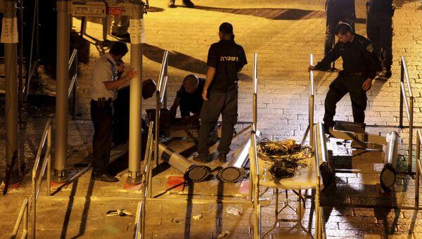 Демонтаж систем безопасности на входе в здание мечети Аль-Акса в Старом городе Иерусалима. 25 июля 2017