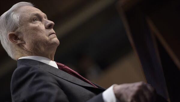 Генеральный прокурор Джефф Сешнс дает показания на заседании Комитета по разведке сената США. 13 июня 2017