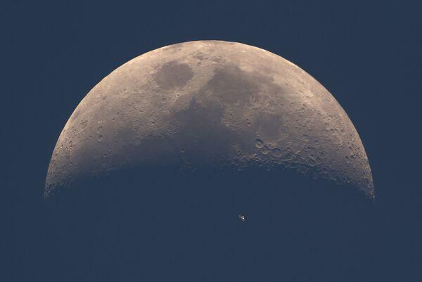 Работа фотографа Dani Caxete ISS Daylight Transit, вошедшая в шорт-лист Insight Astronomy Photographer of the Year 2017