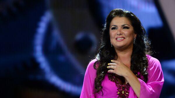 Оперная певица Анна Нетребко (сопрано) выступает на Международном конкурсе молодых исполнителей популярной музыки Новая Волна 2016 в Сочи