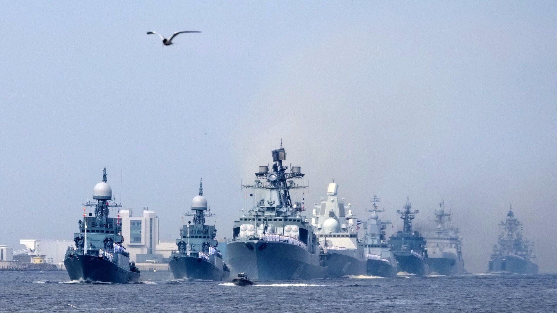 Корабли ВМФ во время генеральной репетиции военно-морского парада в Кронштадте - РИА Новости, 1920, 18.05.2021