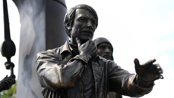 Открытие памятника Андрею Тарковскому в Суздале. Архивное фото