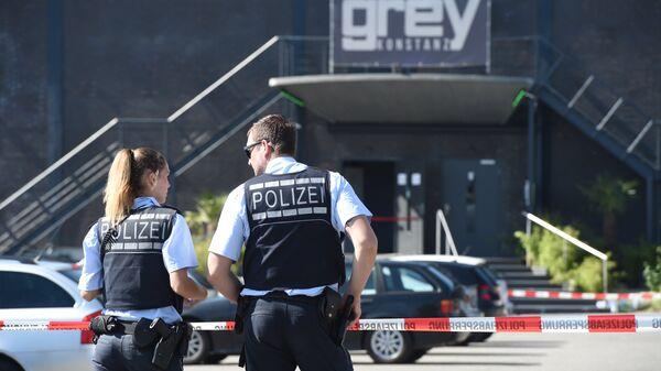 Полиция напротив клуба Grey в городе Констанц, где произошла стрельба 30 июля 2017