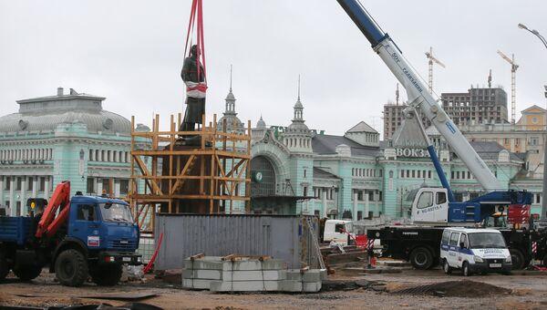 Памятник Максиму Горькому перевезли из Музеона на площадь Тверская Застава