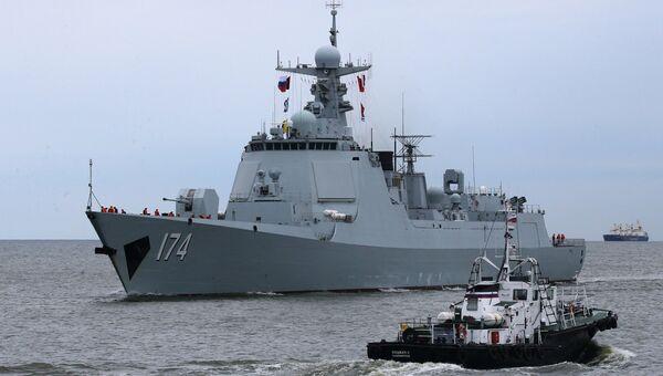 Ракетный эсминец Хэфэй, прибывший в порт Балтийска для участия в российско-китайских учениях. 21 июля 2017
