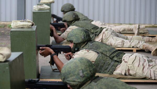 Египетские военные на тренировке на стрельбище перед началом игр Мастера автобронетанковой техники в Острогожске Воронежской области. 31 июля 2017
