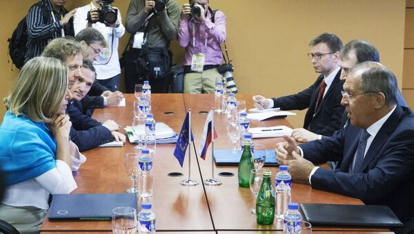 Главный уполномоченный ЕС по иностранным делам и политике безопасности Федерика Могерин и министр иностранных дел РФ Сергей Лавров во время двусторонней встречи в рамках АСЕАН в Маниле. 7 августа 2017