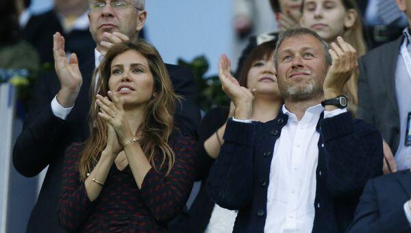 Роман Абрамович и его жена Дарья во время финального матча Лиги чемпионов между Баварией и Челси в Мюнхене, Германия.  2012 год
