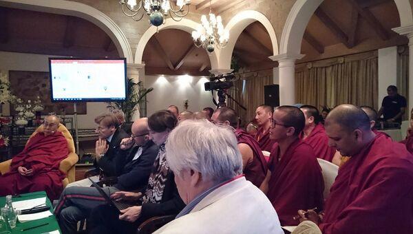 Буддийские монахи-ученые на конференции с российскими учеными в Дели