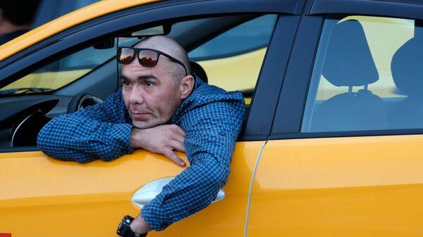 Водитель автомобиля Яндекс.Такси в Москве