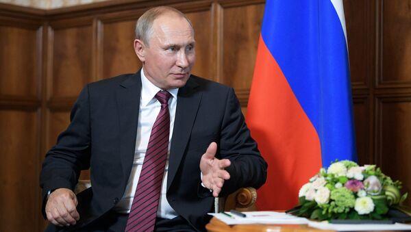 Президент РФ Владимир Путин во время встречи с президентом Абхазии Раулем Хаджимбой. 8 августа 2017