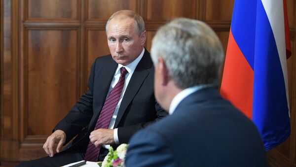 Президент РФ Владимир Путин и президент Республики Абхазия Рауль Хаджимба во время встречи. 8 августа 2017