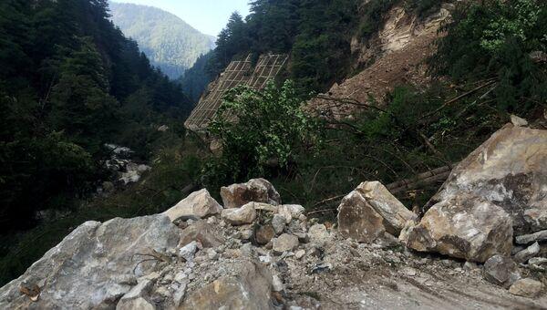 Поврежденная в результате землетрясения дорога в китайской провинции Сычуань. Архивное фото
