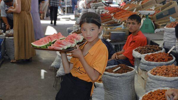 Ошсикй рынок в Бишкеке, Киргизия