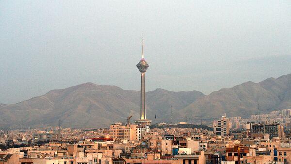 Вид на телебашню Бордж-е Милад в Тегеране