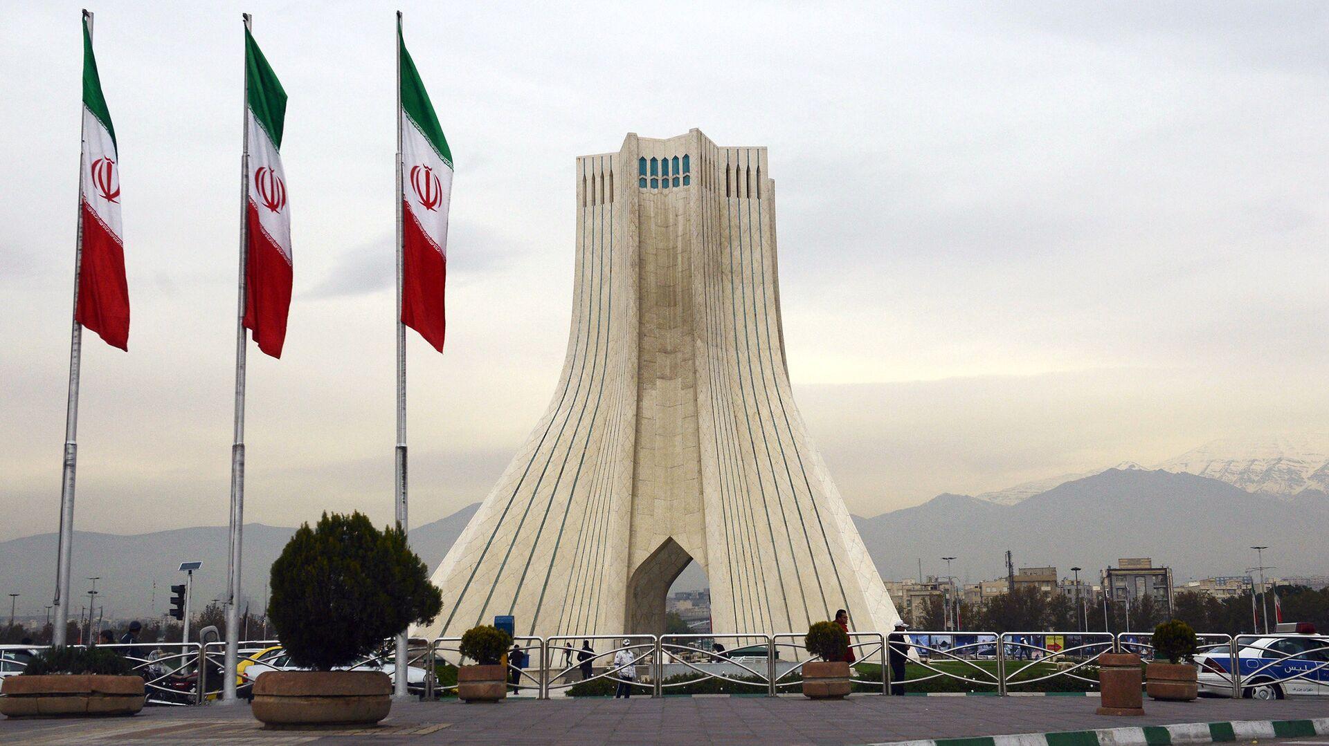 Башня Азади, построенная на одноименной площади в Тегеране - РИА Новости, 1920, 30.03.2021