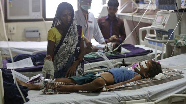 Пострадавшие дети в больнице Баба Рагхав в индийском штате Уттар-Прадеш. 13 августа 2017