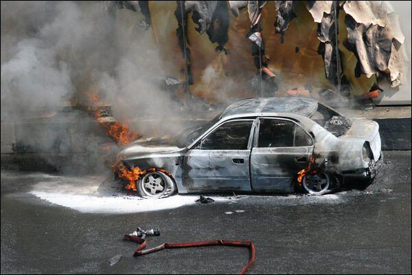 Более тысячи автомобилей сожжено в новогоднюю ночь во Франции - МВД