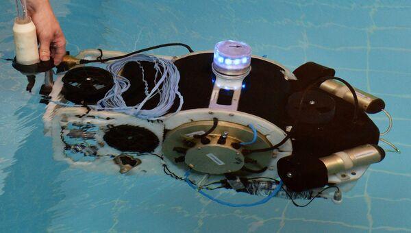 Демонстрация подводного робота. Архивное фото