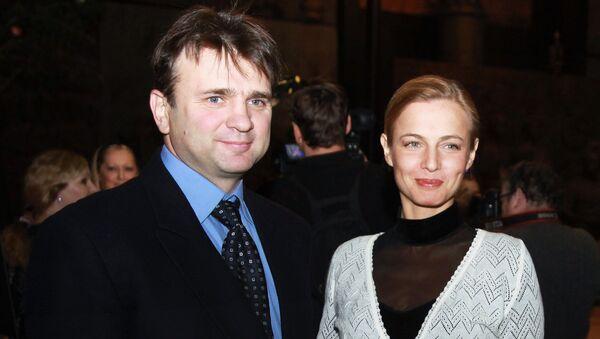 Телеведущие Тимур и Елена Кизяковы. Архивное фото