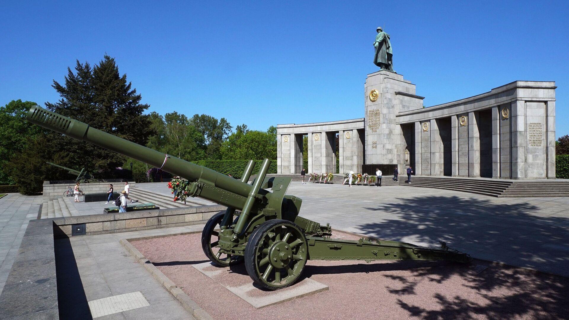 Военный мемориал в берлинском парке Тиргартен - РИА Новости, 1920, 03.05.2021