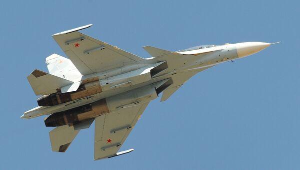 Самолет Су-30СМ над полигоном Кадамовский в Ростовской области