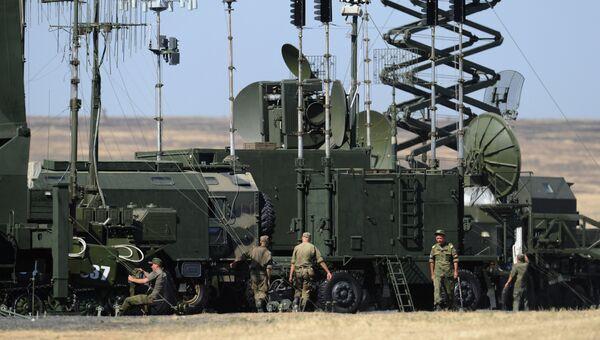 Техника связи на выставочной площадке на полигоне Кадамовский на форуме Армия-2017
