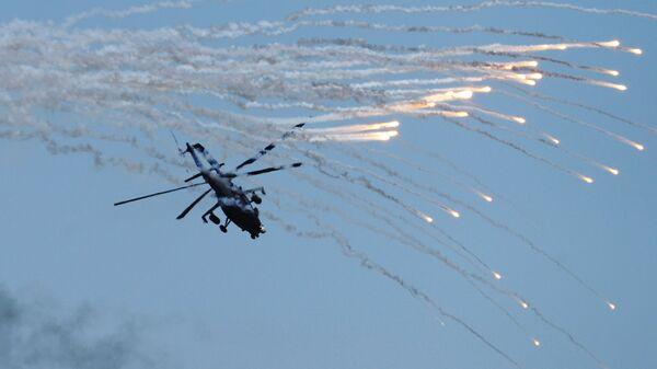 Вертолет Ми-35 над полигоном Кадамовский в Ростовской области во время подготовки к международному военно-техническому форуму Армия-2017