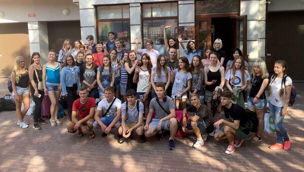 Украинские школьники, направляющихся в Москву и Санкт-Петербург для участия в учебно-образовательной программе Россотрудничества Здравствуй, Россия!