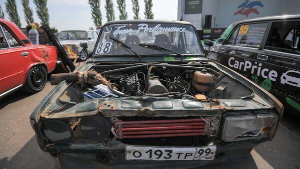 Машина участников Второго всероссийского фестиваля Жигулей Жи-Фест. 19 августа 2017