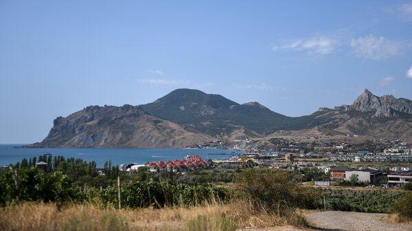 Вид на курортный поселок Коктебель. Архивное фото