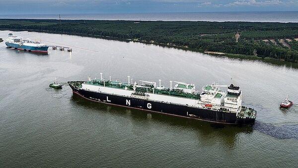Судно с первой партией сжиженного природного газа из США в Клайпедском морском порту