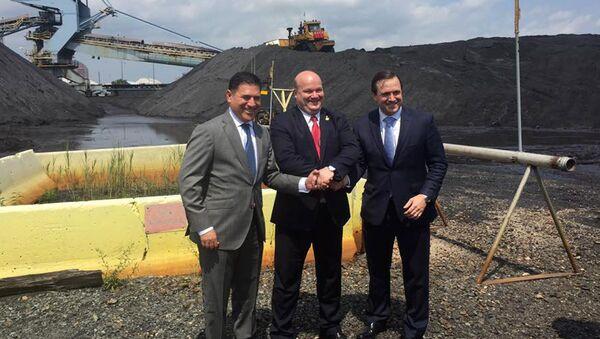 Церемония отправки американского энергетического угля для нужд ПАО Центрэнерго в морском порту Балтимор,США. 22 августа 2017