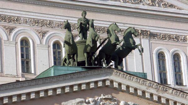 Квадрига бронзовых коней на фронтоне Большого театра