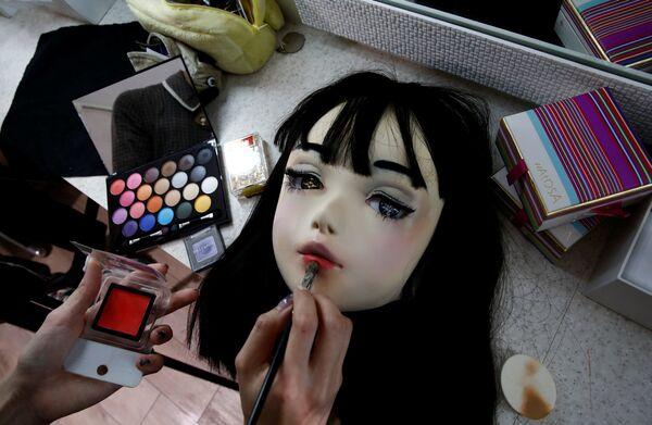 Маска модели-куклы Лулу Хашимото