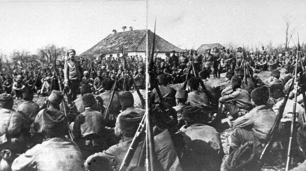Первая мировая война. Митинг на фронте