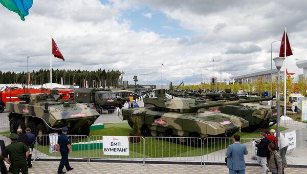 БМП Бумеранг и танк Армата на форуме Армия-2017