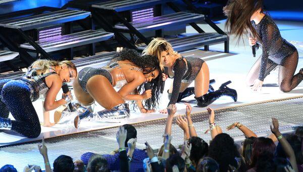 Группа Fifth Harmony во время выступления на MTV Video Music Awards - 2017. 27 августа 2017