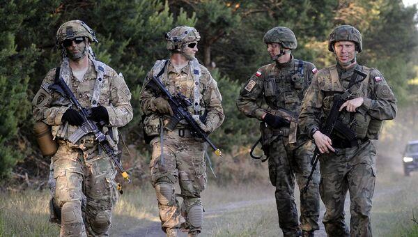 Американские военные и польские военнослужащие в Польше. Архивное фото