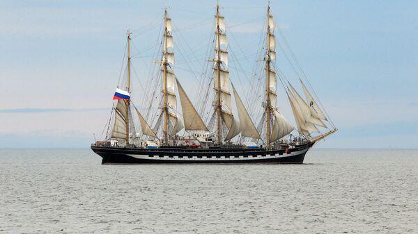 Парусное дефиле барка Крузенштерн на Балтийском море