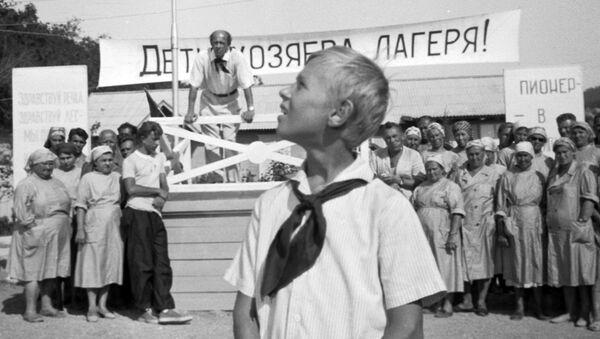 Московский школьник Витя Косых в роли Кости Иночкина в кинофильме Добро пожаловать, или посторонним вход воспрещён. Архивное фото