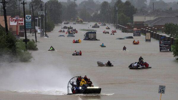 Улица Хьюстона, затопленная в результате урагана Харви