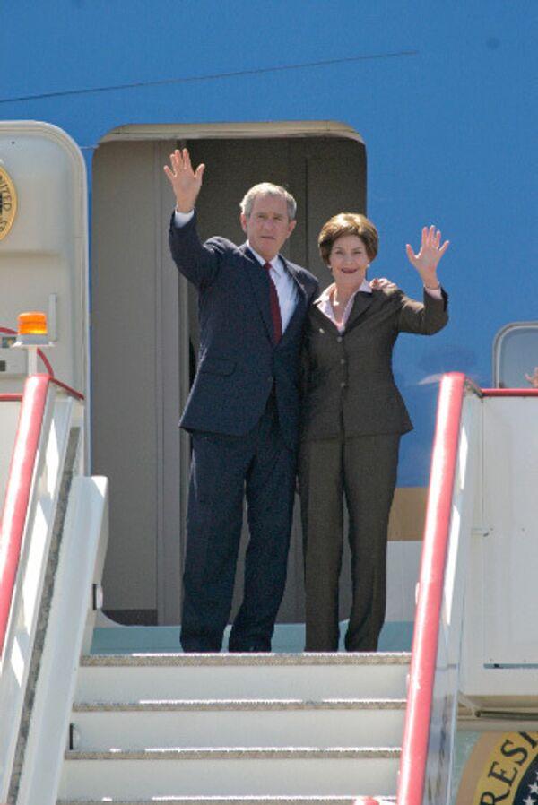 Лора и Джордж Буш. Архив
