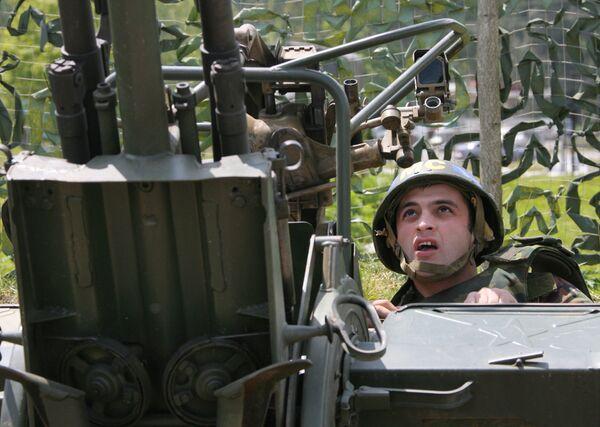 Стрелок-зенитчик из состава российских миротворческих сил КСПМ