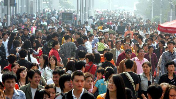 Дневной поток людей на улице Ванфуцзин в Пекине