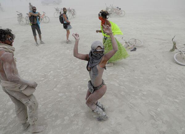 Участники фестиваля Burning Man в Неваде