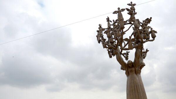 Мемориал памяти жертв теракта 1 сентября 2004 года в Беслане. Архивное фото