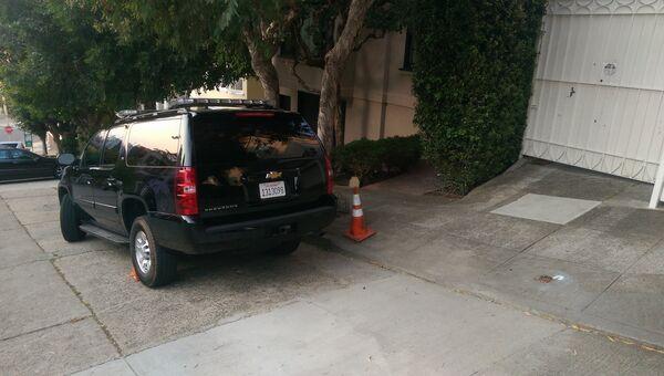 Машина, осуществляющая дежурство у Генконсульства в Сан-Франциско, 2 сентября