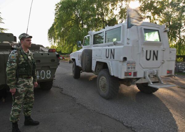 Сотрудники миссии ООН направляются к месту инцидента в грузинском селе Хурча, в 500 метрах от разграничительной линии с Абхазией