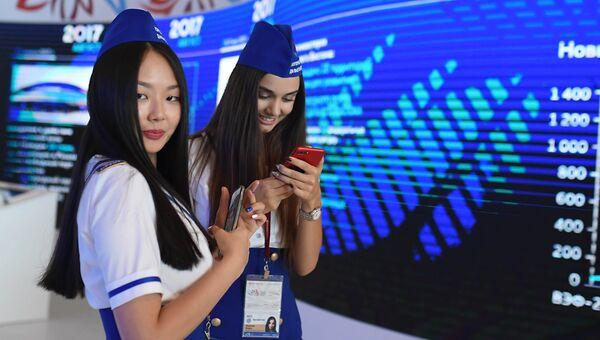Девушки на площадке Восточного экономического форума во Владивостоке